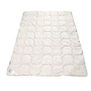 Muestair Bettdecke auf weissem Hintergrund