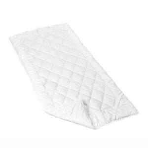 Kelim Unterbett vor einem weißen Hintergrund